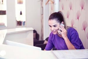 Páciensek telefonos koordinálása a Dentoplant Fogászati Rendelőben
