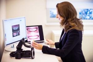 Dr. Maráz Kinga kezelés tervezése a Dentoplant Fogászati rendelőben