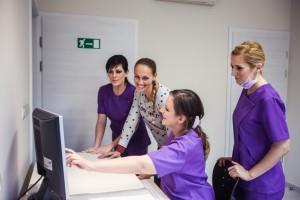 Páciens tájékoztatása a Dentoplant rendelőben Szegeden